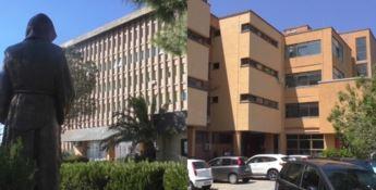 A sinistra l'ospedale di Paola, a destra quello di Cetraro