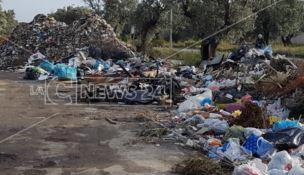 Simeri, quei rifiuti abbandonati dopo l'alluvione di novembre scorso