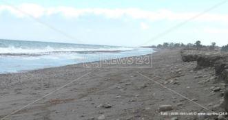 La mareggiata cancella la costa di Rossano ma nessuno lo sa: «Dove sono le istituzioni?»