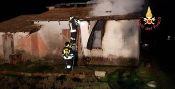 Incendio in un casolare a Belcastro, non si esclude la pista dolosa