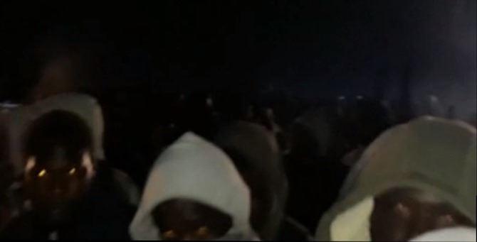 Fantasmi. Un frame del video girato dopo l'incendio di stanotte nella baraccopoli