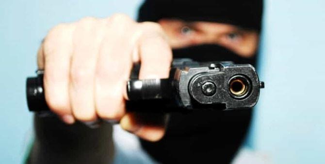 Un rapinatore armato