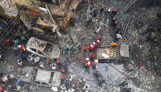 L'incendio a Dacca, foto Ansa