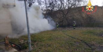 Incendio divampa nell'area del depuratore a Vallefiorita