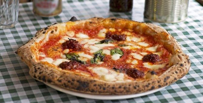 Una pizza alla 'nduja di Pizza Pilgrims