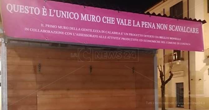 Il Muro della gentilezza a Cosenza