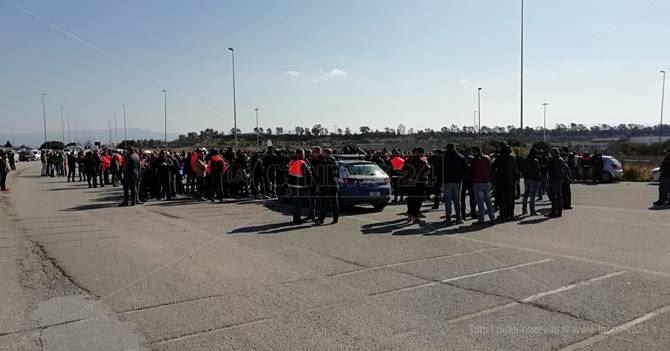 La protesta al porto di Gioia Tauro