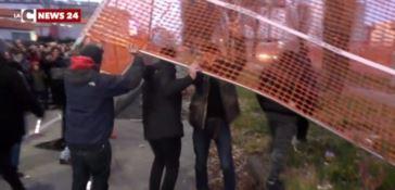 Cantiere metro, rischio sicurezza all'entrata di una scuola