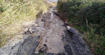Viabilità al collasso a Caraffa: «Periferie abbandonate»