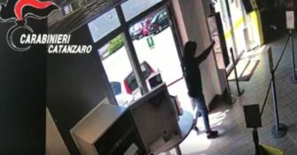Furti e rapine ai danni di uffici postali e negozi in Calabria, 11 arresti