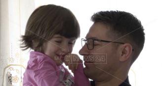 L'autismo, Iulia e le istituzioni «indifferenti» al grido di aiuto dei genitori: «Nessuno ci sente»