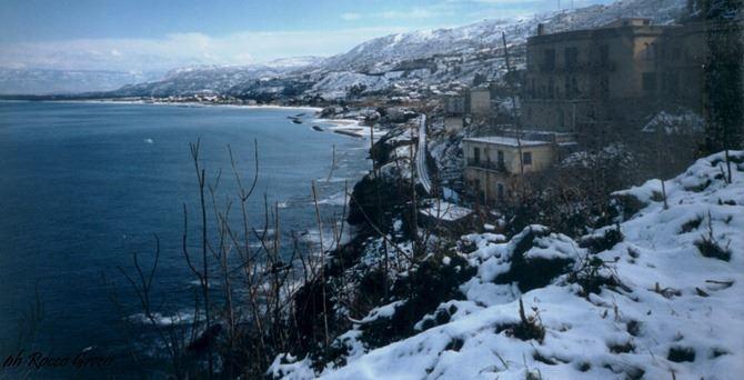 La nevicata del '99 sulla costa vibonese (foto di copertina e nella galleria di Rocco Greco)
