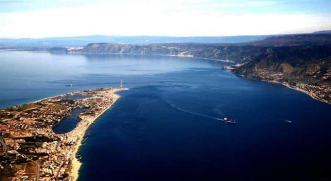 Panoramica sullo Stretto di Messina