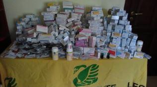Cerisano, venti chili di farmaci abbandonati per strada
