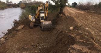 Sul fiume Crati lavori nuovamente fermi: «Dopo la piena è passata anche l'emergenza?»