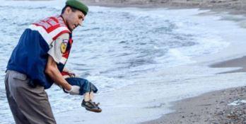 Il recupero del piccolo siriano