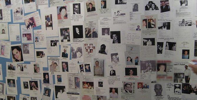 Un tabellone di persone scomparse