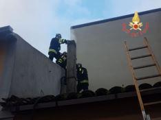 Incendio divampa nella canna fumaria di una casa a Borgia