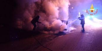 Auto in fiamme a Gimigliano