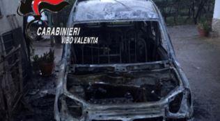Incendio auto a Francica