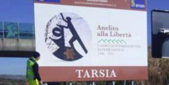 Sull'A2 da oggi un cartello con l'indicazione del Campo di Tarsia