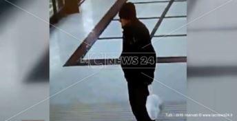 Giuseppe Arabia ripreso dalle telecamere della stazione di Catanzaro Lido