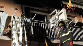 Vigili del fuoco in azione nella casa di Lamezia