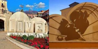 San Lucido, è polemica sulla scultura dedicata all'amore