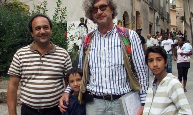 Mimmo Lucano e il regista Wim Wenders