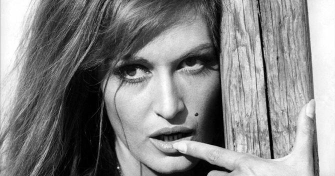 Dalida (Il Cairo, 17 gennaio 1933 – Parigi, 3 maggio 1987)