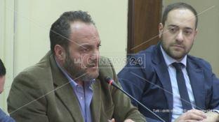 Il sindaco di Celico Antonio Falcone, insieme al primo cittadino del vicino centro di Spezzano della Sila