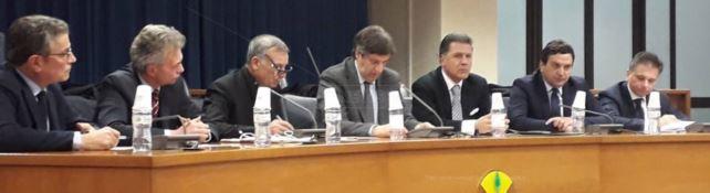 Elezioni regionali, Oliverio fa melina e il centrodestra insorge: «No al voto a febbraio»