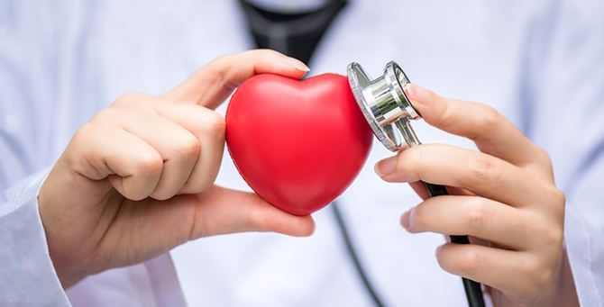 Un cardiologo