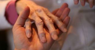 Cure palliative, tra servizi carenti e malati senza assistenza: chiesto incontro con Cotticelli