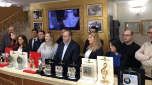 Affidato presenta i premi realizzati per Sanremo 2019