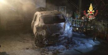Tiriolo, in fiamme l'auto di un assessore comunale