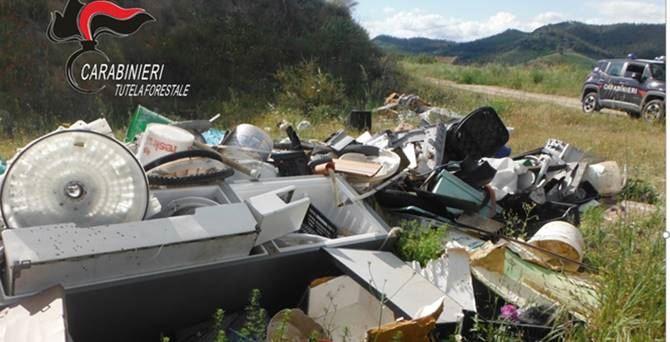 I rifiuti abbandonati a Borgia