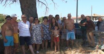 Mare sporco, strade colabrodo e degrado: a Sellia Marina è protesta