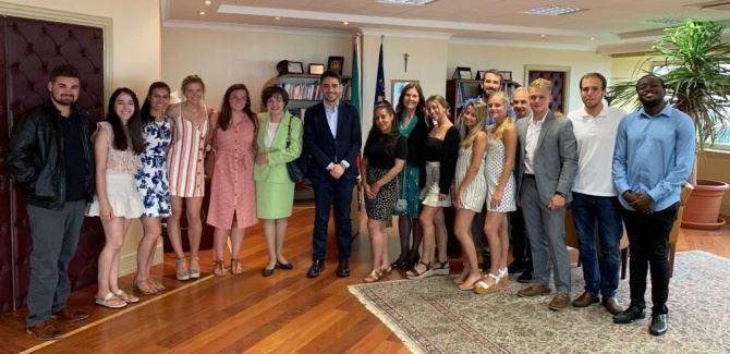 Gli studenti della Pennsylvania State University con il presidente del Consiglio regionale Irto