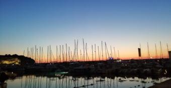 """""""Rosa"""" al tramonto: i vini di Cirò protagonisti al Porto di Tropea"""