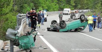 Incidente stradale a Camigliatello, auto si ribalta: un ferito