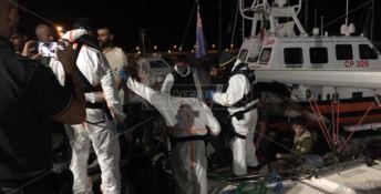 I migranti sbarcati a Roccella (foto di repertorio)