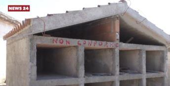 Alcune tombe abusive nel cimitero di Locri