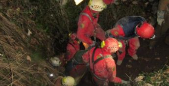 Speleologi intrappolati in una grotta, si lavora ad una via d'uscita alternativa