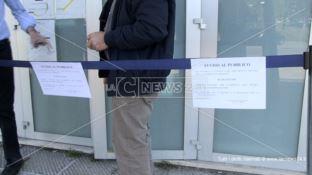 Topi a spasso negli uffici: chiuso il Centro per l'impiego di Cosenza