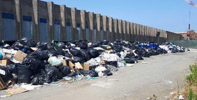 Emergenza rifiuti, la Regione firma una nuova ordinanza