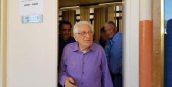 Maturità da record, si diploma a 83 anni: «Studiare allena il cervello»