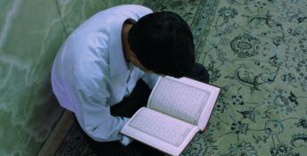 Insegnavano il Corano picchiando gli alunni con le mazze, arrestati