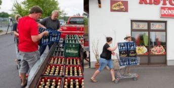 Abitanti comprano tutta la birra in paese, flop per il festival neonazi