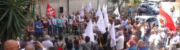 «L'ospedale di Polistena sta morendo». I cittadini scendono nuovamente in piazza